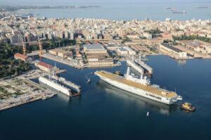 arsenale di Taranto Portaerei Cavour