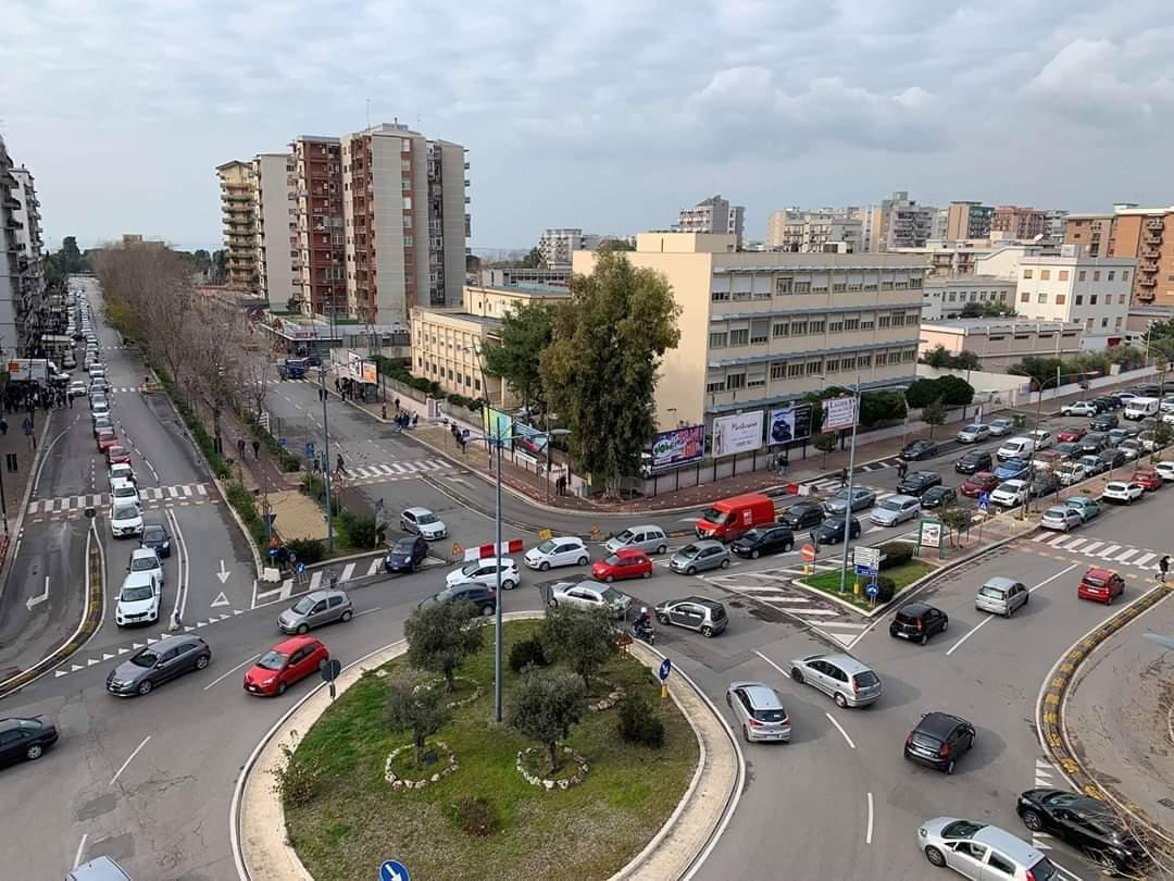 traffico rotatoria viale M.Grecia Taranto