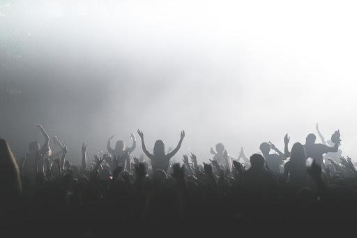 discoteca gente che balla